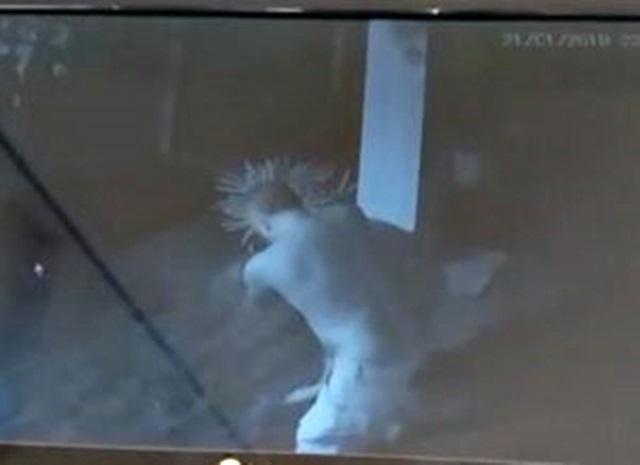 Vídeo: Câmeras flagram mulher sendo agredida pelo companheiro na capital paraibana