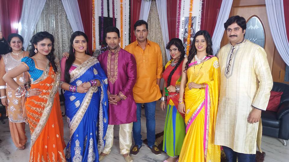 Dinesh Lal Yadav, Amrapali Dubey Shooting stills of Bhojpuri Movie Bam Bam Bol Raha Hai Kashi