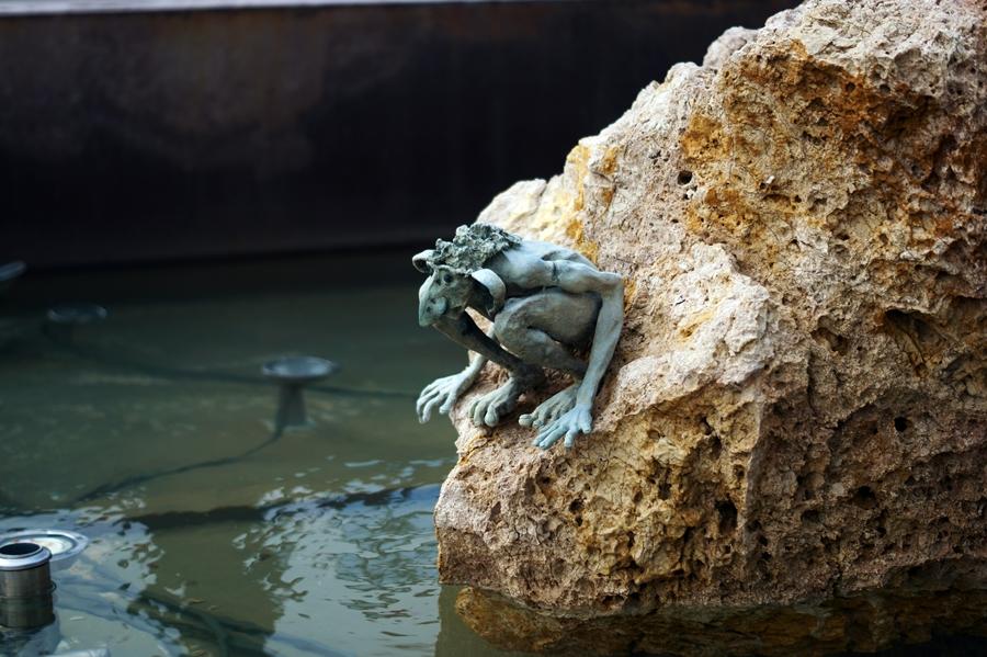 Blog + Fotografie by it's me! - Reisen - La Isla Blanca Ibiza, Santa Eurlaria - Trioll im Springbrunnen