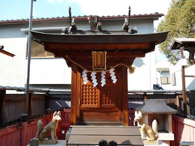 東成区中道の八阪神社松本稲荷大神
