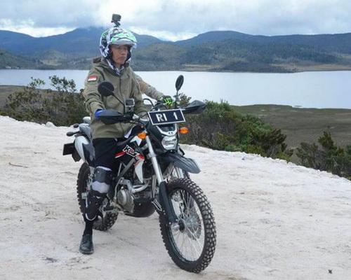 Tinuku President Joko Widodo, NHK helmets, Kawasaki KLX and GoPro Hero 5 Black