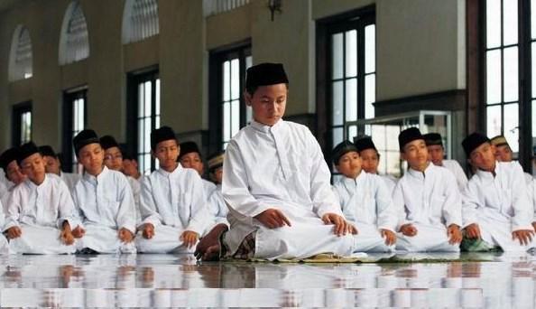 Doa Niat Sholat Fadhu 5 Waktu Lengkap Bahasa Arab Latin Dan Artinya