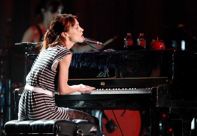 Fiona Apple habla sobre su arresto por posesión de drogas en su concierto de Houston
