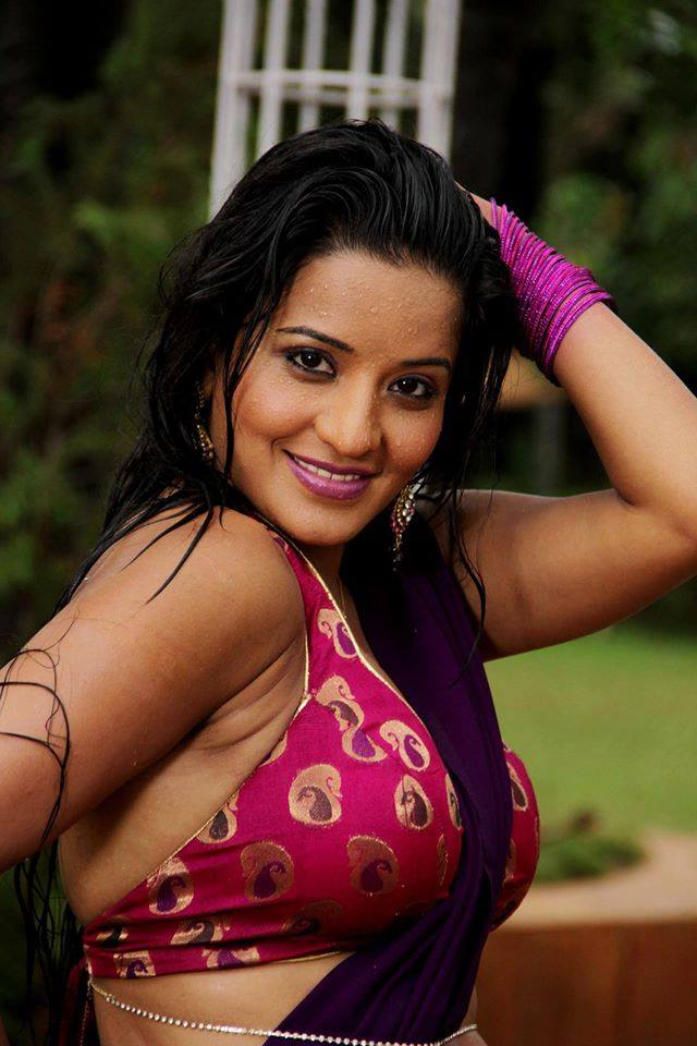 Bhojpuri actress Monalisa wiki, Monalisa Biography, Age, Boyfriend, Latest News, Photos, wallpaper, Monalisa New Upcoming Movies List, Khesari Lal Yadav and Monalisa film name, first look poster, video song, movie wallpaper, Bigg Boss 10