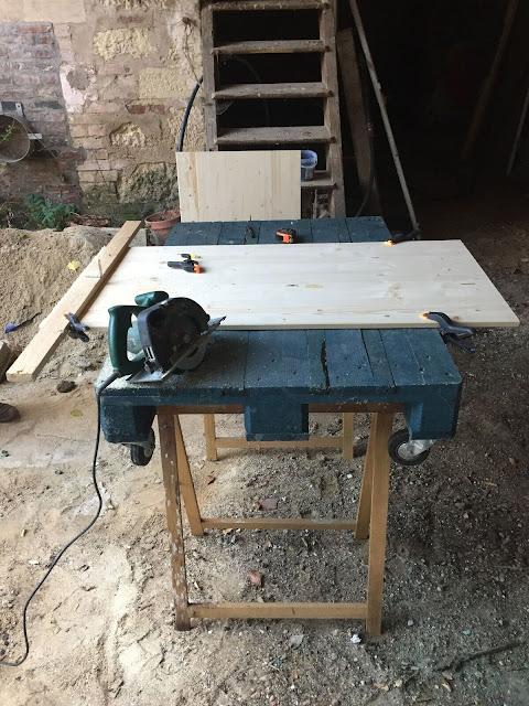 diy une table basse en bois clair caract rielle. Black Bedroom Furniture Sets. Home Design Ideas