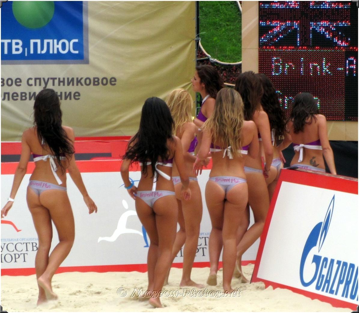 Beach Volley Bikini Babes