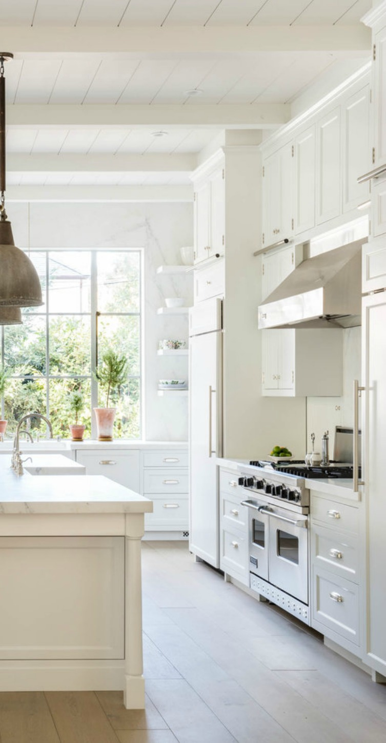 Inspiring warm and rustic neutral modern farmhouse kitchen by Giannetti Home - found on Hello Lovely Studio
