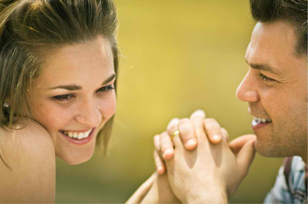 12 Ways to Flirt Without Saying a Word