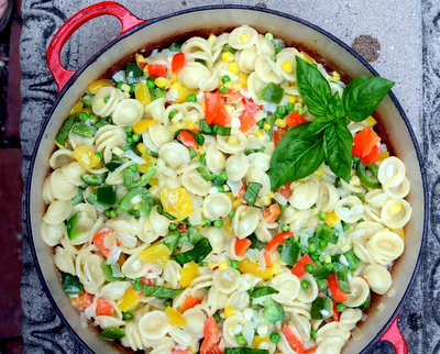 Sweet Pepper Pasta Skillet, another Quick Supper ♥ KitchenParade.com, three colors of bell pepper plus corn, peas and fresh basil. Easy Weeknight Dinner. Budget Friendly.