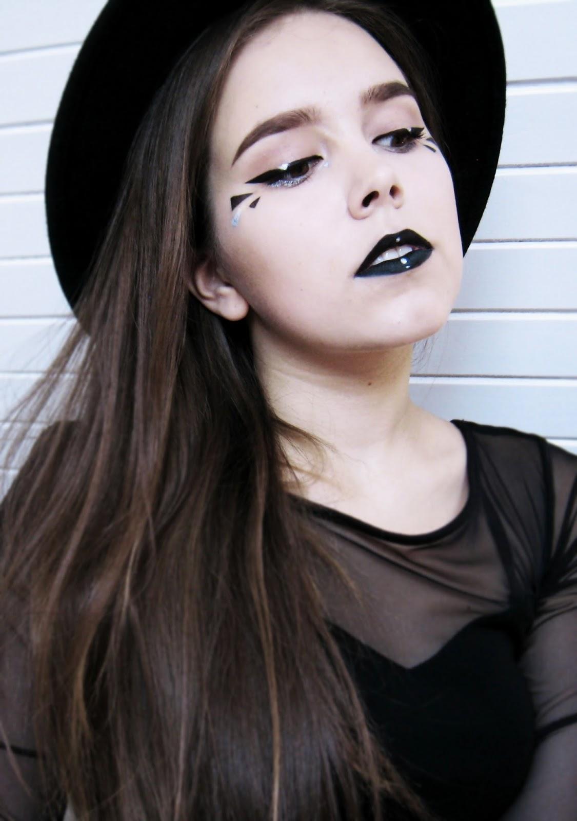 http://colorfulmadworld.blogspot.com/2014/09/graphic-make-up.html