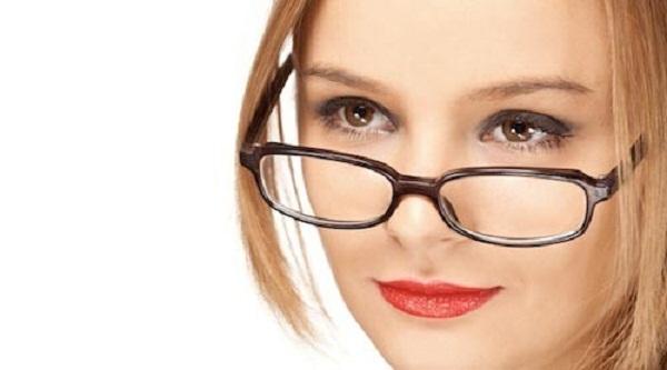 Sau phẫu thuật nâng mũi có được đeo kính không?
