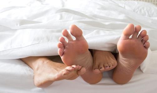 Pesquisa revela que homens preferem mulheres de pijama