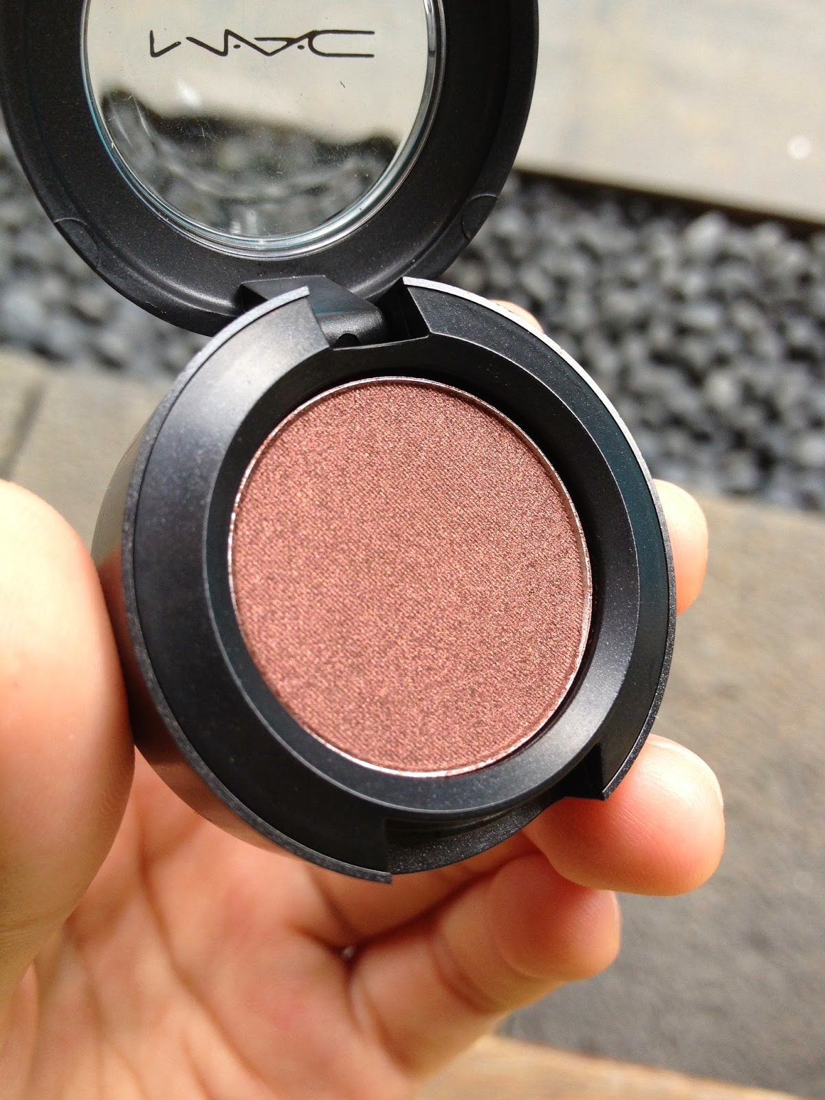 Mac Cranberry Eyeshadow Review Swatch And Demo: A Little Bit Of Everything: MAC Eyeshadows Swatch (Vanilla