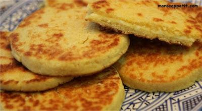 Recette de la harcha marocaine (galette de semoule)   Moroccan harcha's recipe ( semolina cake)