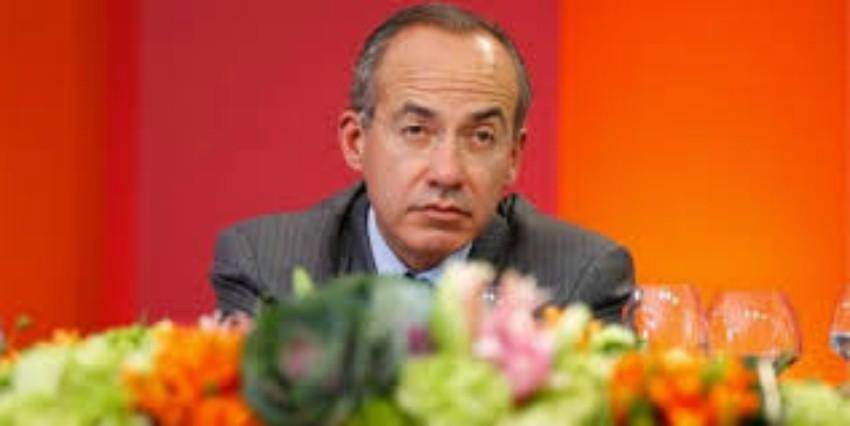 ¿En una palabra como describirás a Felipe Calderón?