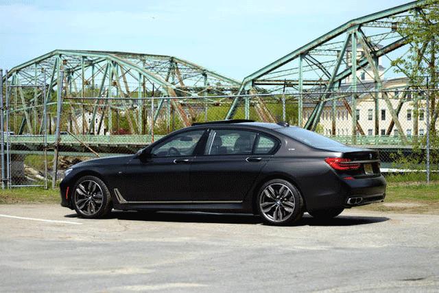 BMW M760i MPG