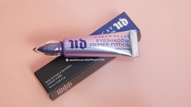 review urban decay naked cherry dan eyeshadow primer potion urban decay - beauty blogger Indonesia - ririeprams