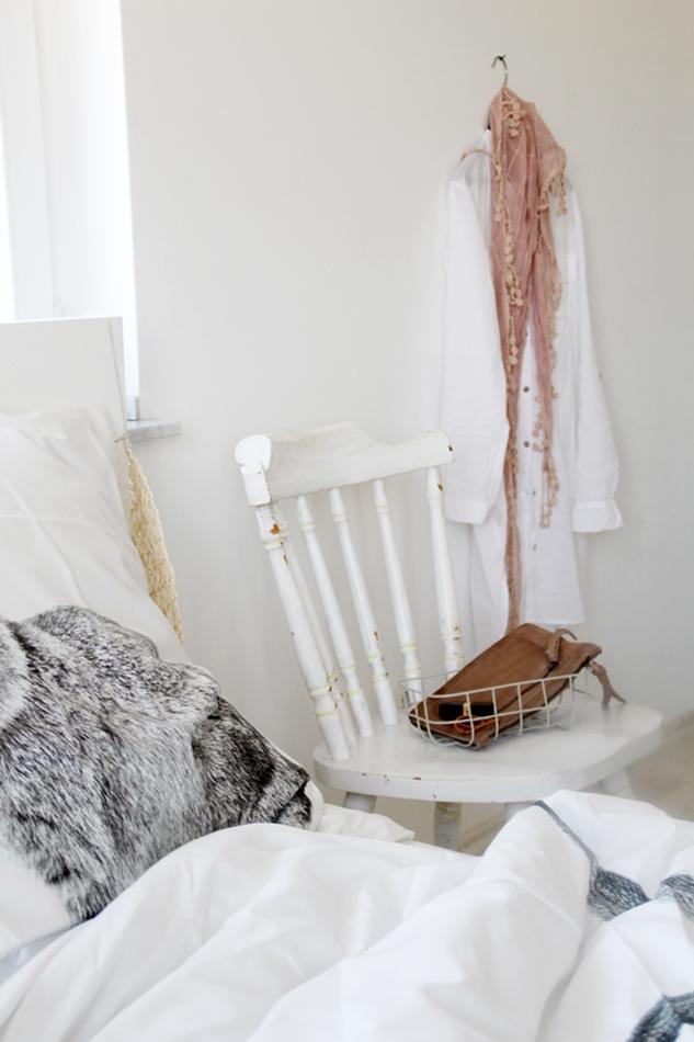 Osterdekoration im Wohnzimmer und Schlafzimmer, dezent Akzente