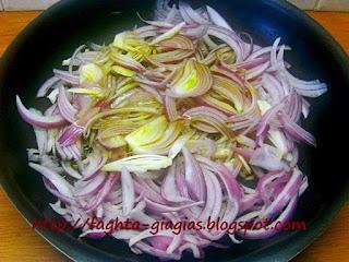 Καλαμαράκια κονσέρβας τηγανιτά με κρεμμύδια - από «Τα φαγητά της γιαγιάς»