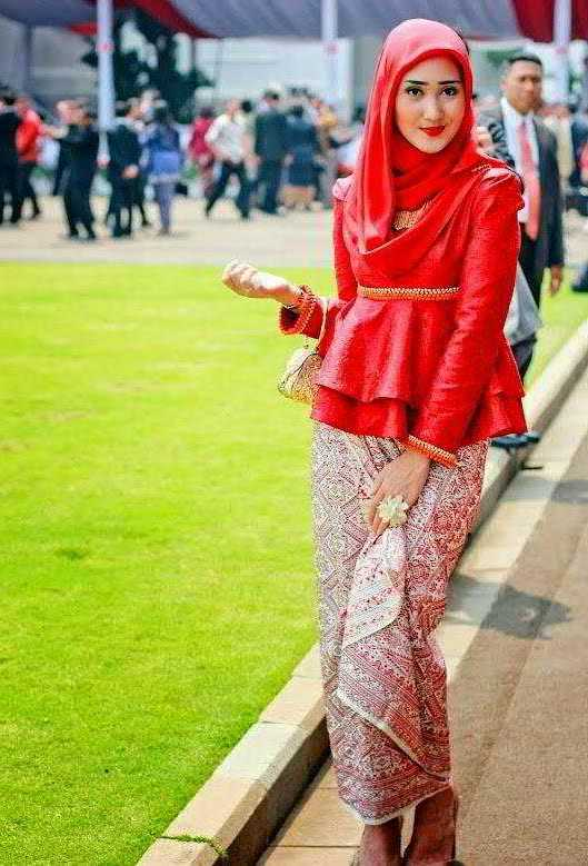 Contoh Model Baju Kebaya Muslim Dian Pelangi