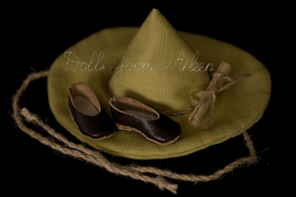 Green witch's hat with brown leather shoes