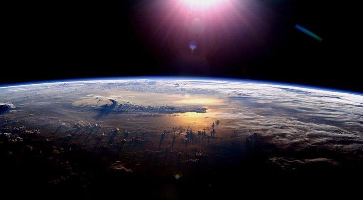 DP,din, islamiyet, Düz dünya,Dünyanın şekli,Kur'an'a göre dünyanın şekli,Kur'an'a göre dünya,Dünya ile ilgili tesfirler,Ankebut 20,Enbiya 30,Casiye 4,Nuh 14,Bakara 164,Kur'anda dünya