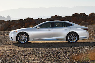 Lexus LS 500h (2018) Side