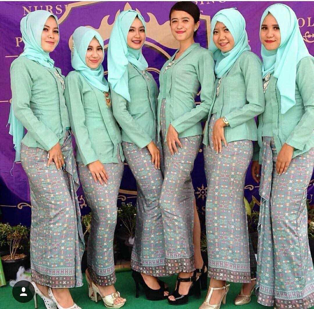 25 Model Kebaya Kutu Baru Berhijab Untuk Wanita Muslimah Modern