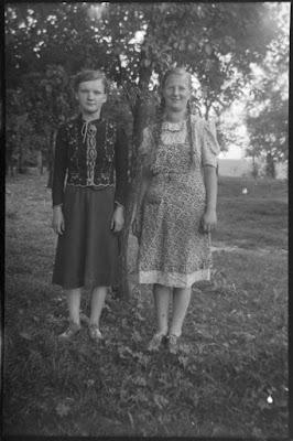 Zwei junge Frauen - Beste Freundinnen - 1930-1950