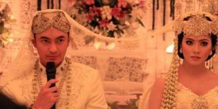 foto pernikahan zumi zola