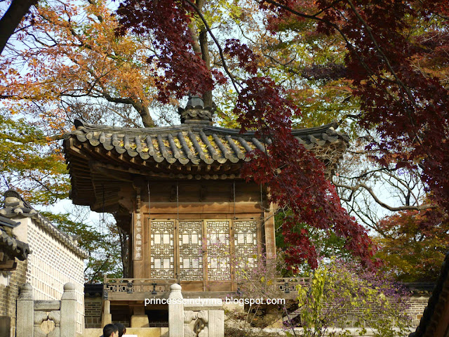 trees and Korean architecture