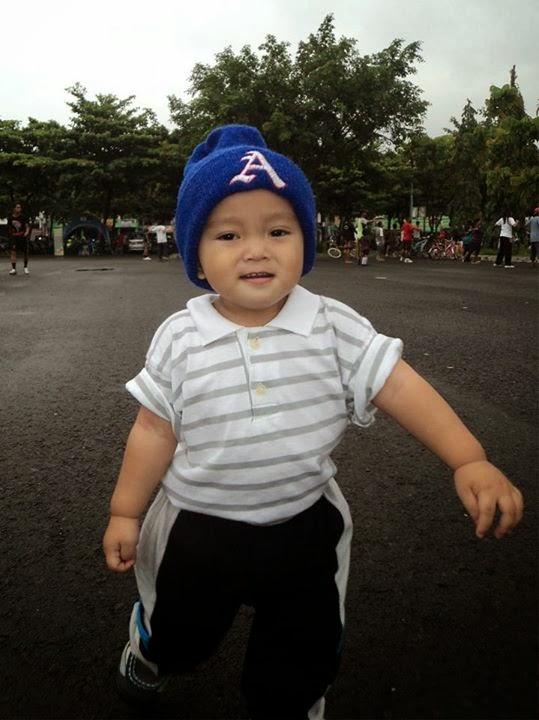 gambar bayi belajar jalan-jalan