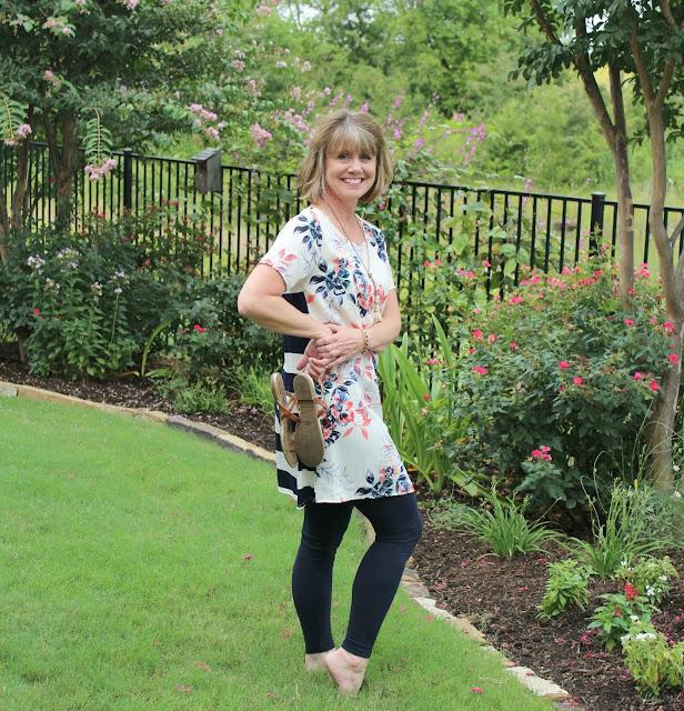 Glamour Farms, tunic dress, tunic with leggings, tops with leggings, what to wear with leggings