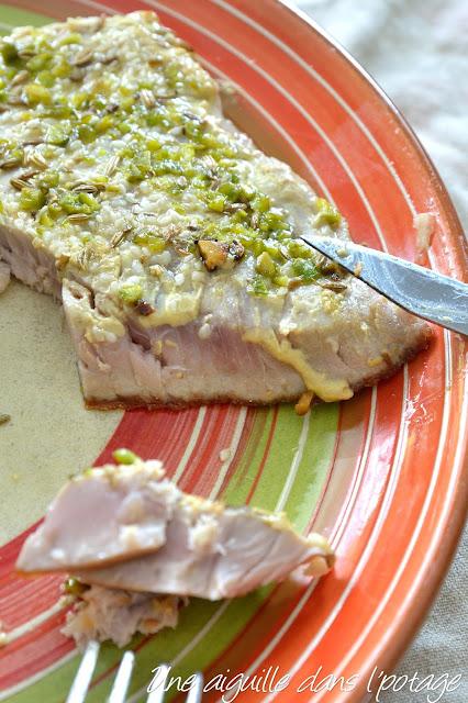 Steak ou pavé de thon mi-cuit au fenouil et à la moutarde