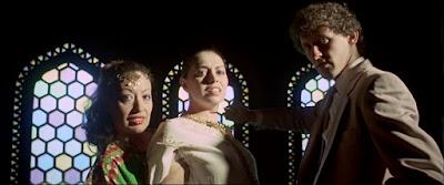 Carmen Carrion, Lina Romay et Daniel Katz dans MIL SEXOS TIENE LA NOCHE film érotique de Jesus Franco