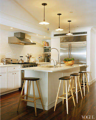 Tabitha Simmon's Manhattan white kitchen designed by Annabelle Selldorf via belle vivir blog