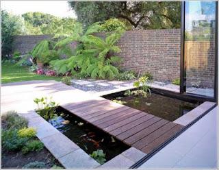 taman rumah minimalis dengan kolam ikan hias