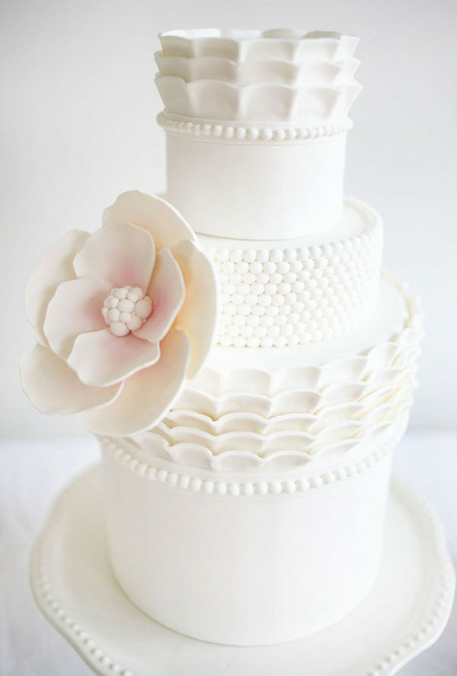 If You Are Into Vintage A White Lace Cake Is The Way To Go Image Source