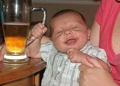 Smiješne slike: beba s pivom