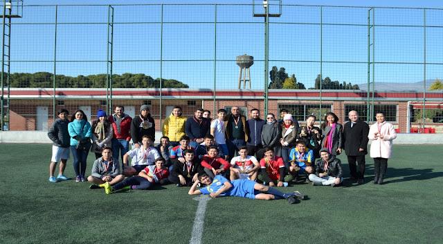 Turnuvada dereceye giren öğrenciler için kupa töreni düzenlendi.