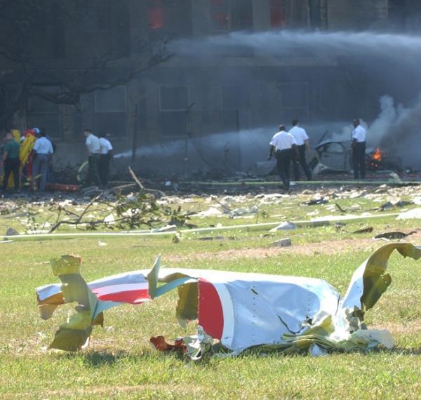 https://2.bp.blogspot.com/-SMAPMt2IPbI/Tmy9XpZRplI/AAAAAAAAPiE/mQtTI1YKJmw/s1600/911%2Bpentagon%2Bplane%2Bdebris.jpg