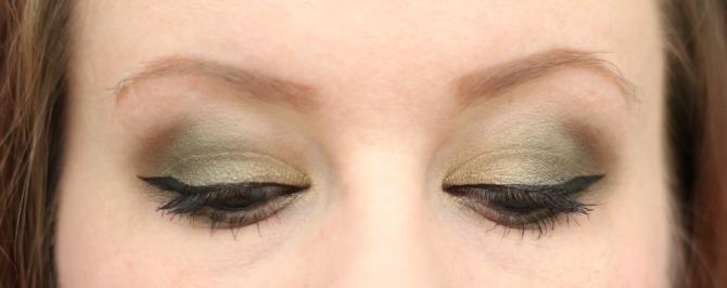 Soft green eye look - looking down