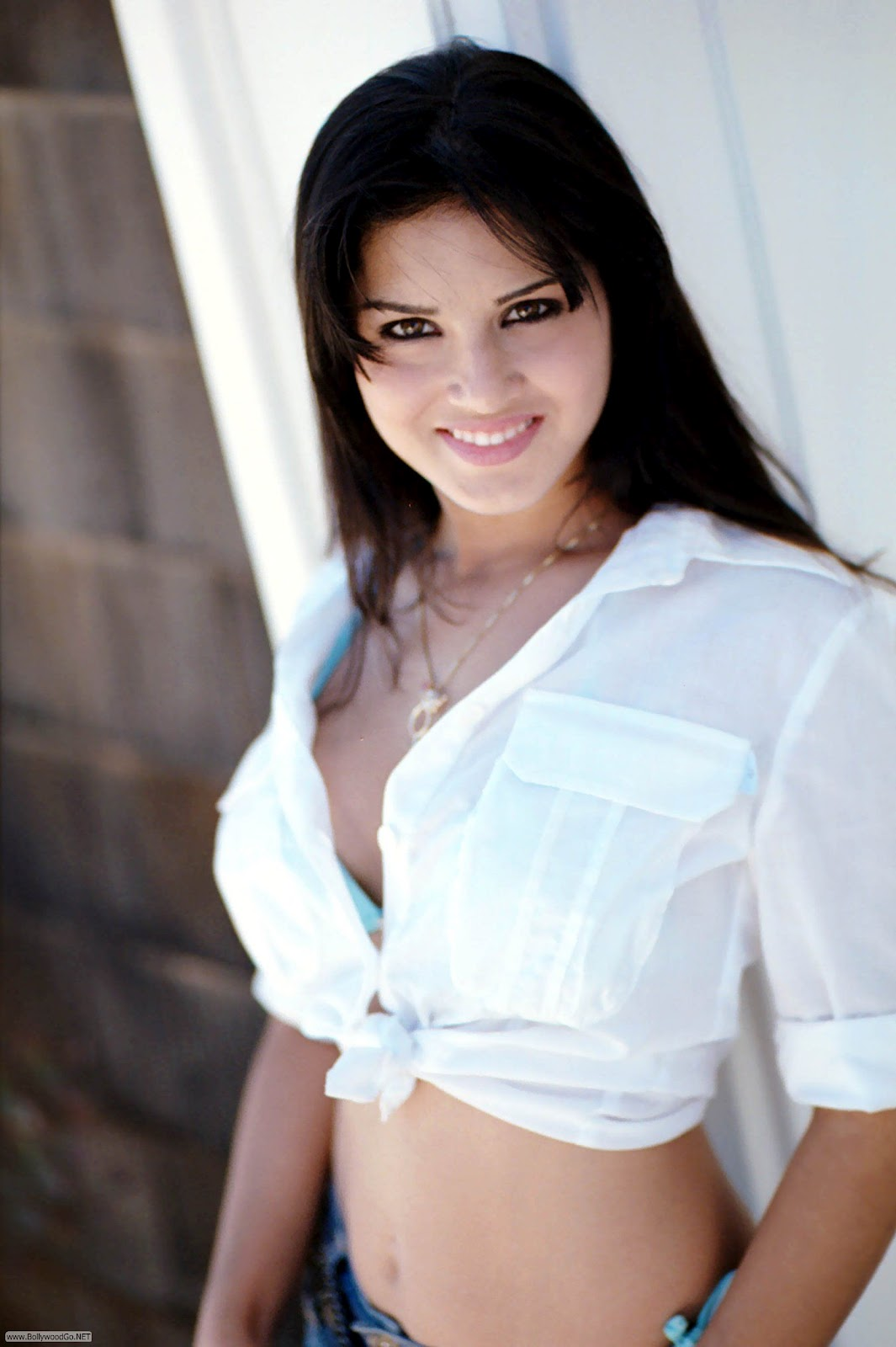 Sunny Leone Pictures Before Plastic Surgeries Celebrity