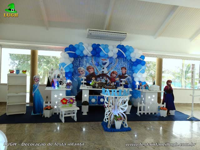 Mesa do bolo decorada tema Frozen - Festa para aniversário infantil - Barra da Tijuca, Rio de Janeiro (RJ)