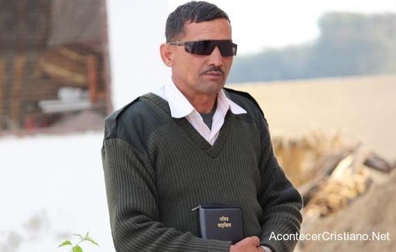 Pastor atacado por predicar en India