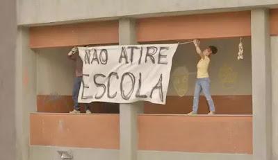 Camila (Jéssica Ellen) é baleada em 'Amor de Mãe — Foto: Globo
