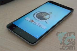 Xiaomi Redmi Note 3 - tampak depan dengan layar menyala