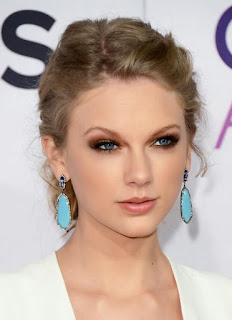 Taylor Swift bashes her enemies In new song