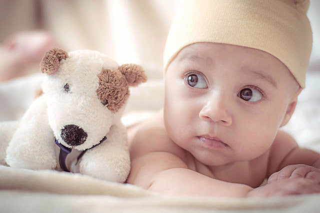 baby image - The Newborn Photography Show article - Photo by Spencer Selover from Pexels