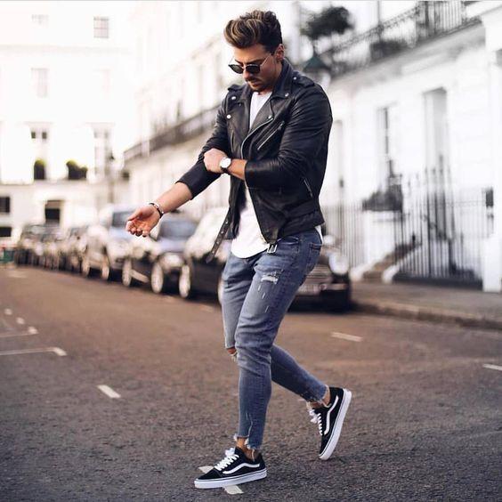 jaqueta preta de  couro masculina